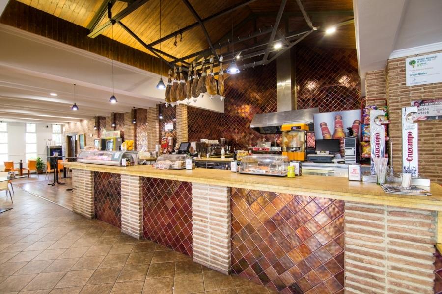 Barra de cafetería en Abades La Roda