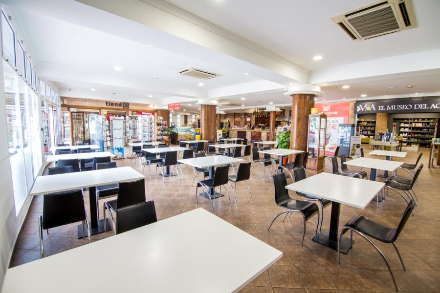 Mesas de cafetería para descansar