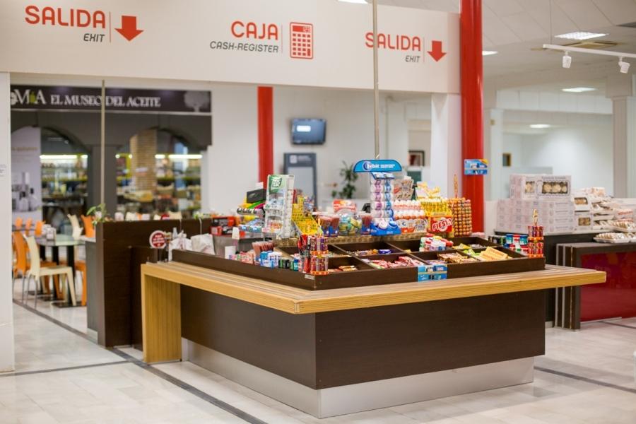 Zona de caja y chocolatinas en Abades La Roda