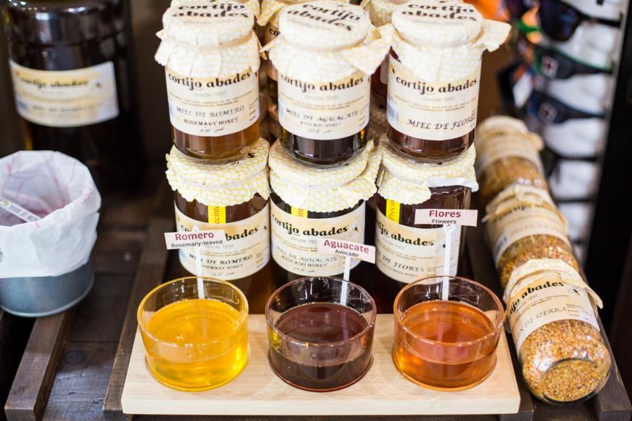 Degustación de miel en Abades Mérida