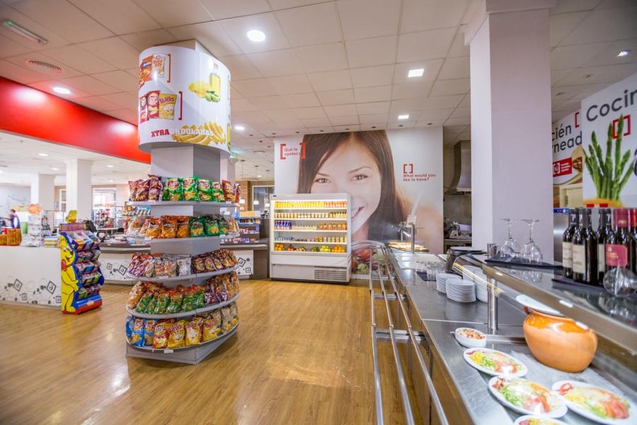 Zona de autoservicio buffet para comer en Autovía A5