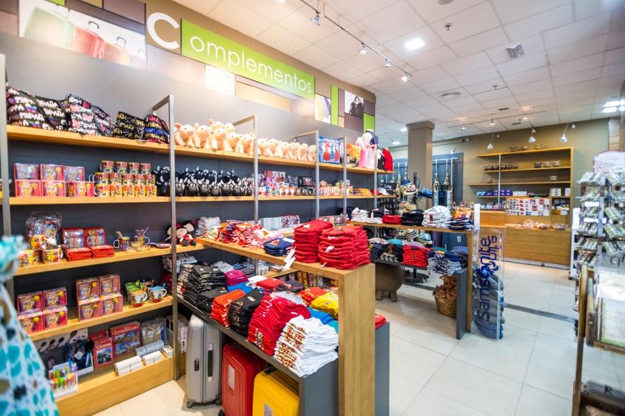 Tienda de regalos y souvenirs en el área de servicio Abades Mérida