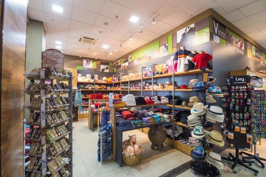 Regalos y souvenirs en la tienda de Abades Mérida