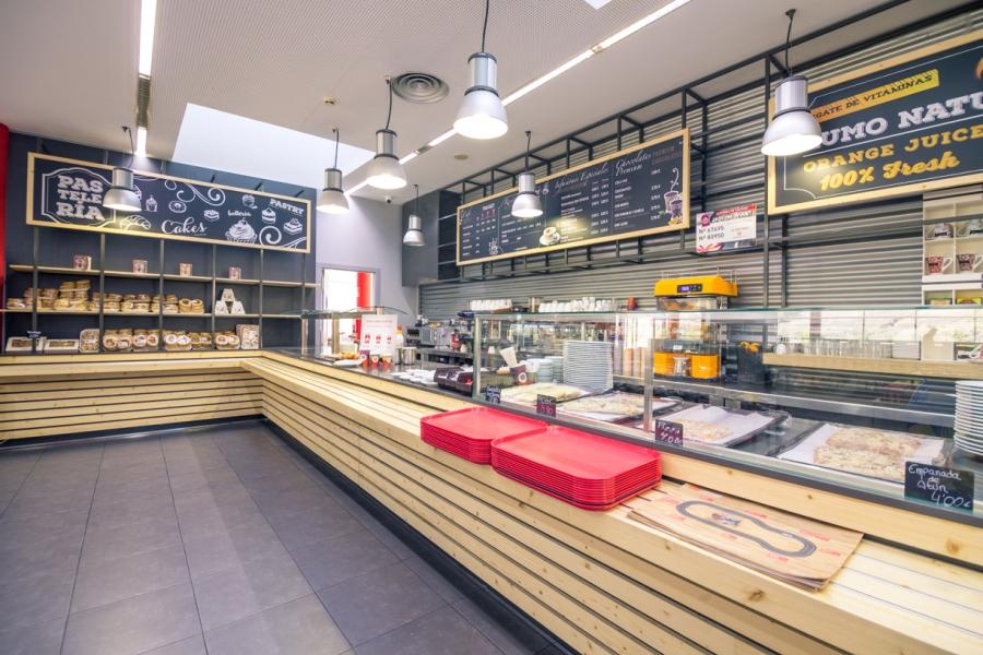 Zona buffet para elegir los productos que desea de cafetería