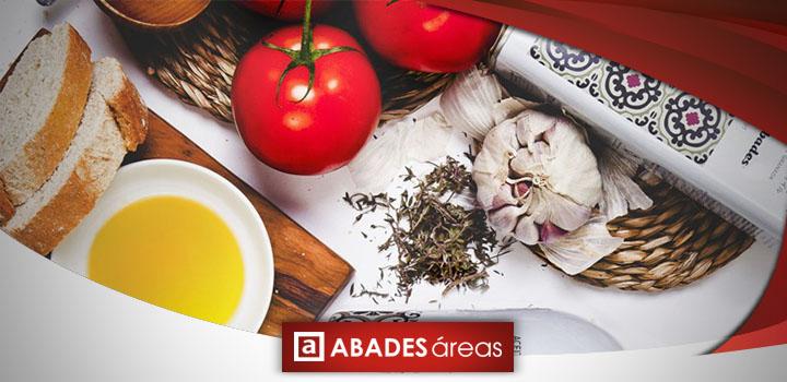 Pan con aceite de oliva, ajo y tomate