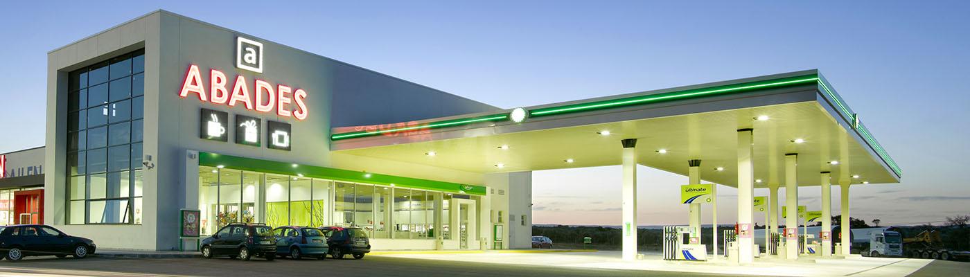 Gasolinera en un área de servicio