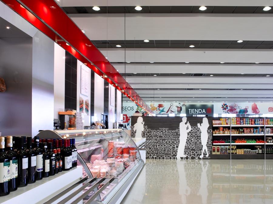 Zona de autoservicio y venta de productos típicos