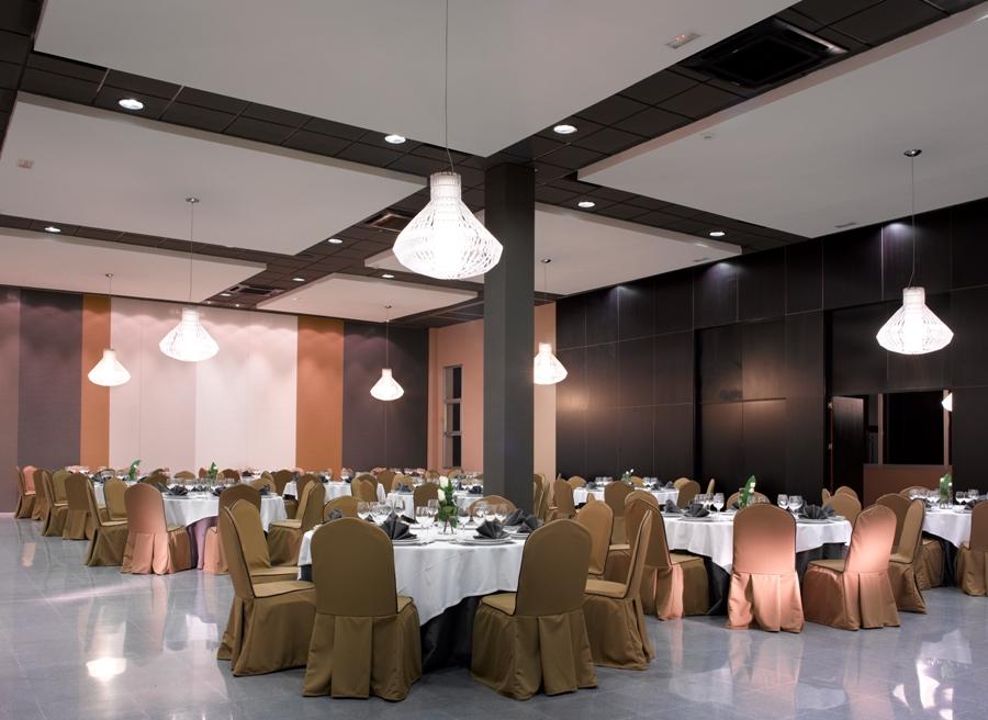 Montaje en banquete para celebración de eventos
