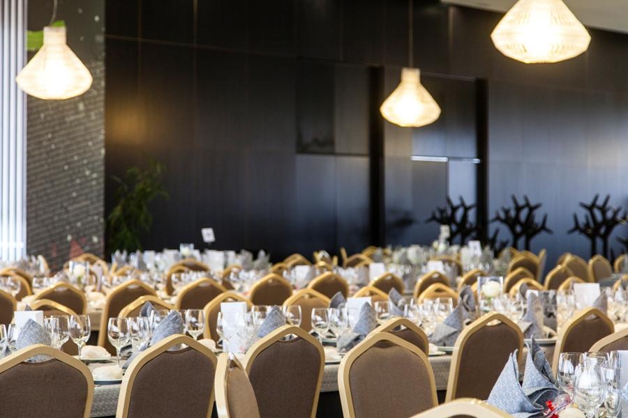 Salón preparado para celebración de boda en Bailén