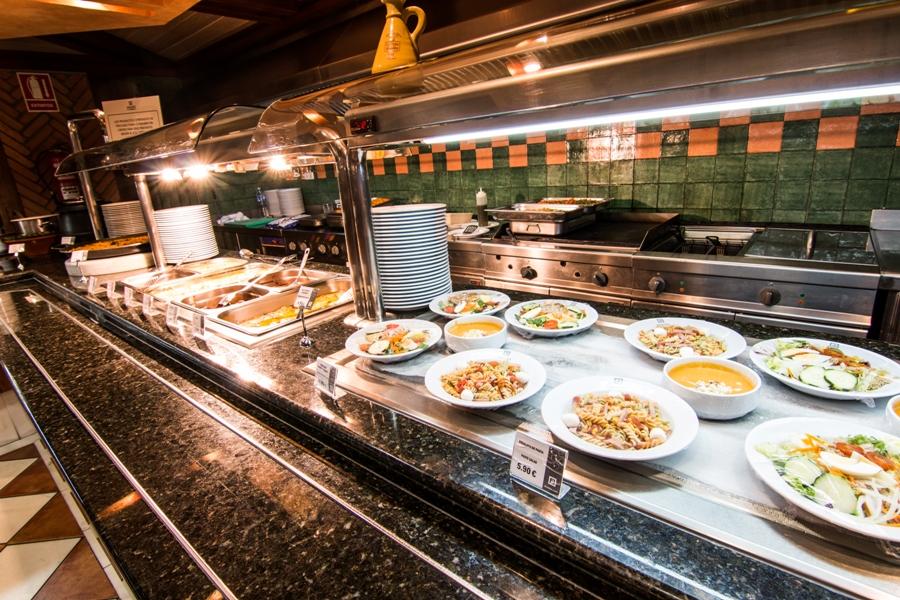 Buffet de comida en Abades Guadix