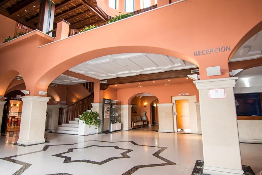 Zona de recepción del hotel situado en el área de servicio Abades Guadix