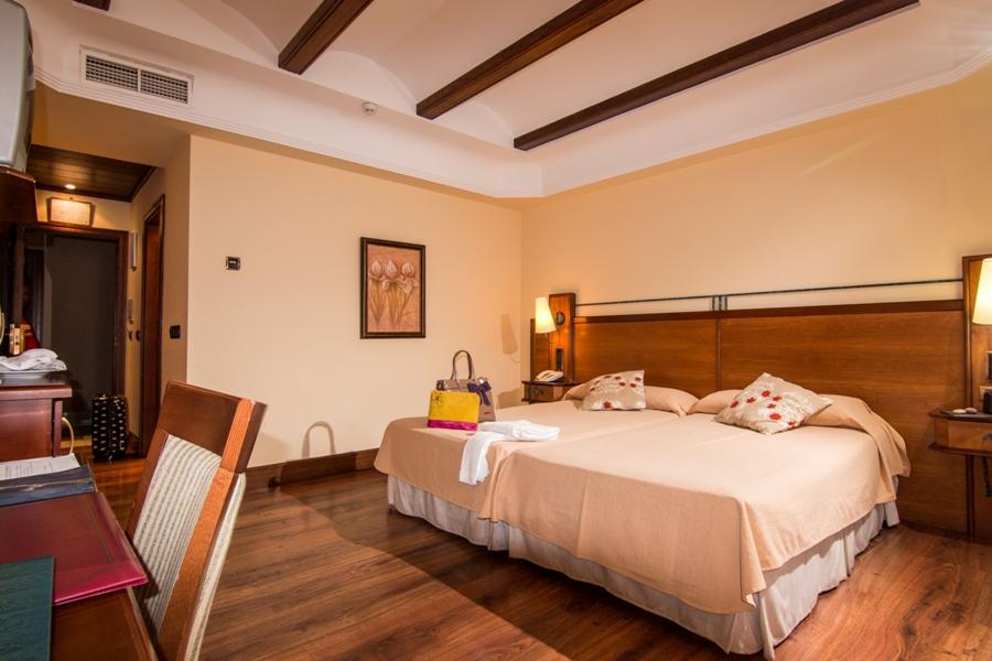 Habitación del hotel Abades Guadix