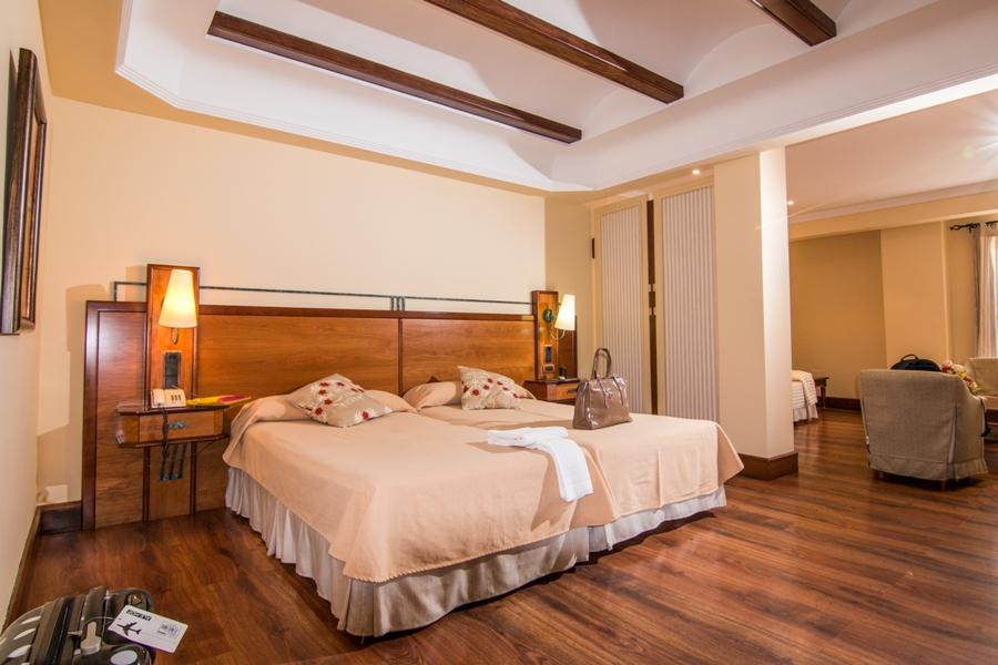 Habitación doble del hotel situado en el área de servicio Abades Guadix