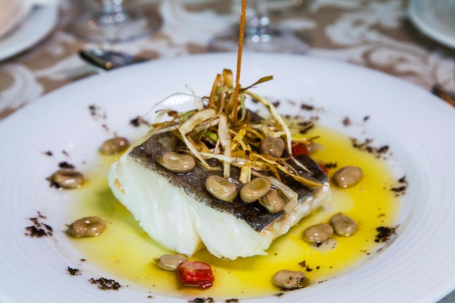 Plato de pescado en celebración de evento en Jaén