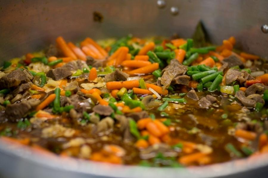 Plato de comida del Self Service de Abades Loja