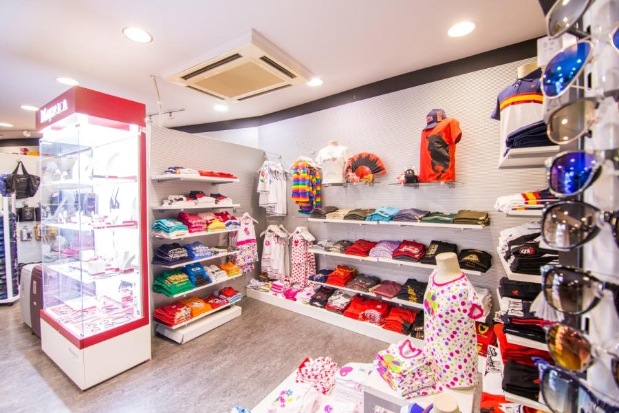Camisetas, ropa y accesorios en tienda Abades