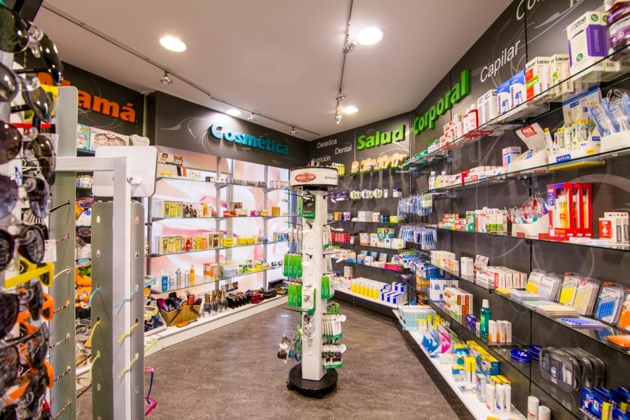 Parafarmacia, cosmetica y salud corporal en área de servicio Abades