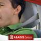 Hombre bostezando y fatigado en su coche