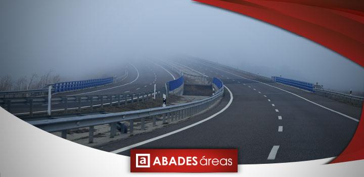 Autovía con niebla