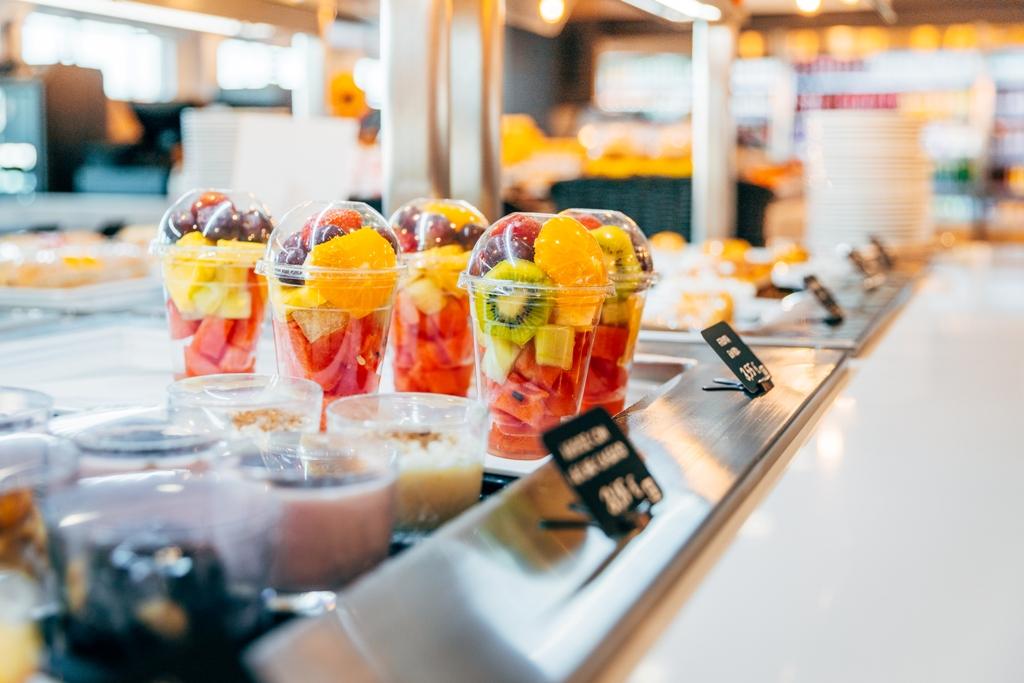 Frutas para llevar en área de servicio